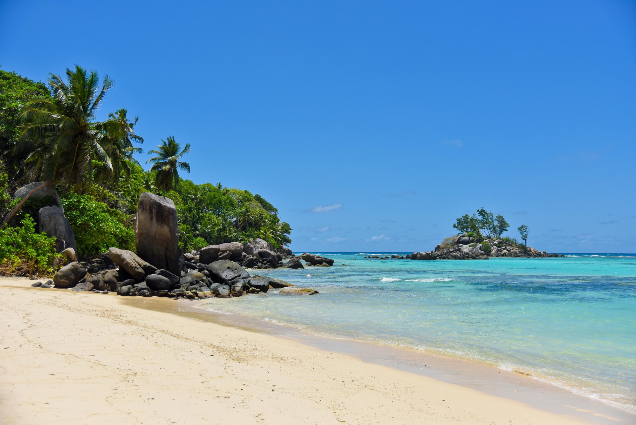 mahe-fairyland-beach-relax-01